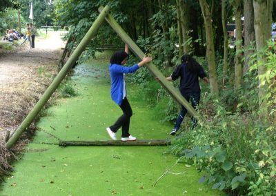 outdoor-bedrijfsuitje-natuurlijke-hindernissen