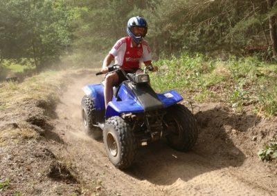 outdoor-bedrijfsuitje-quad-rijden