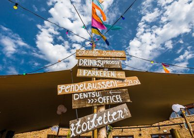 wegwijzers-Ibiza-strandfeest